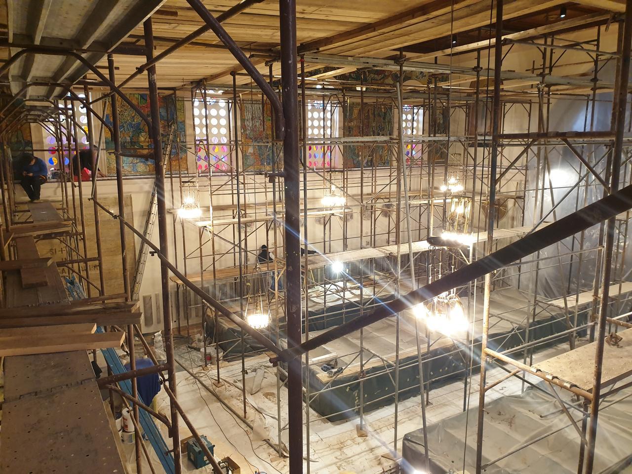Obnova notranjosti vgradnja pametne inštalacije v cerkvi